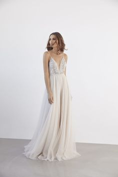 The new couture wedding dress collection titled 'Utopia' by Melbourne designer Suzanne Harward. Wedding Dress Tight, Old Wedding Dresses, Boho Wedding Dress, Bridal Dresses, Wedding Gowns, Printed Wedding Dress, Dress Vestidos, Mod Wedding, Summer Wedding