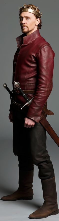 Long live the King! - Tom Hiddleston as Henry V. Photograph: Nick Briggs. Enlarge photo [UHQ]: http://imgbox.com/taU7ByxS