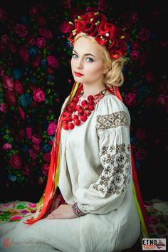 Beauriful girl in Ukraine traditional dress Ukraine Women, Ukraine Girls, Folk Fashion, Ethnic Fashion, Foto Fantasy, Ukrainian Dress, Russian Fashion, Folk Costume, Costumes