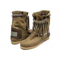 Karma of Charme Dakota boots - lever / taupe #emmenmode . Deze laars is zo'n item die je jaar in, jaar uit kunt dragen! Schitterend!
