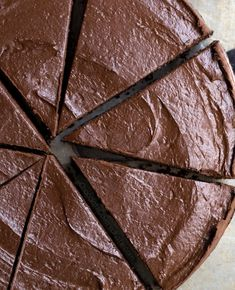 This secretly healthy avocado chocolate pie is silky smooth and oh-so delicious! No Bake Avocado Pie Just 5 Ingredients: Cocoa powder Avocado Chocolate chips Sweetener of choice Pinch of salt… Avocado Pie, Avocado Dessert, Baked Avocado, Avocado Recipes, Raw Recipes, Lunch Recipes, Dessert Recipes, Healthy Recipes, Chocolate Moose