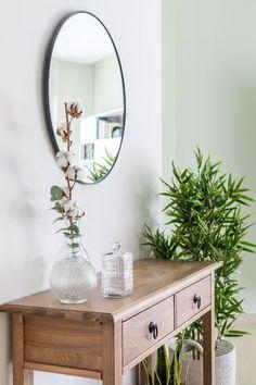 דירה בראש העין Mirror, Furniture, Home Decor, Decoration Home, Room Decor, Mirrors, Home Furniture, Interior Design, Home Interiors