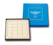 Nama white chocolate with fresh Hokkaido cream for a delicate, melt-in-your-mouth flavor... yum!
