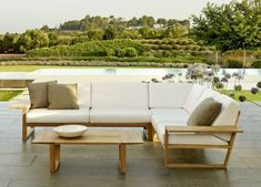 Modern outdoor furniture gives you the ability to truly enjoy spring, summer and autumn. Modern outdoor patio furniture combines your love of outdoor, entertainment and modern design in a simple and sophisticated package. Contemporary Outdoor Sofas, Contemporary Garden Furniture, Modern Outdoor Furniture, Modern Patio, Corner Garden Furniture, Patio Lounge Furniture, Garden Design Layout Modern, Built In Garden Seating, Gardens