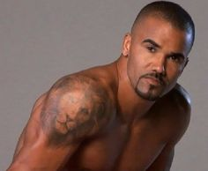 shemar moore lion tattoo for man. Go thru the website and find the best new model tattoos designs for mena and women. Gorgeous Black Men, Most Beautiful Man, Beautiful People, Tornados, Bald Actors, Shemar Moore Shirtless, Sherman Moore, Little Bit, Hommes Sexy