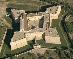 Castello Barletta, Barletta-Andria-Trani, Italy - www.castlesandmanorhouses.com