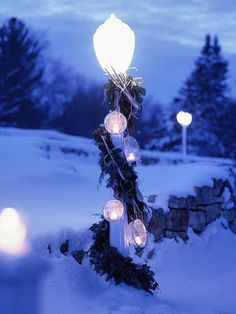 Outdoor Christmas Lights Ideas for Your Yard Decoration | http://www.designrulz.com/design/2013/11/outdoor-christmas-lights-for-your-yard-decoration-ideas/