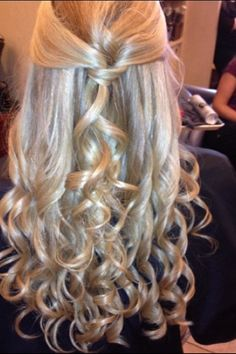 Soooo gonna wear my hair this way the first day back to school next year:)