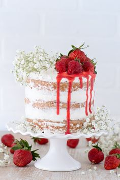 This strawberry naked cake is made with fresh pureed strawberries and is paired with homemade sweet cream whipped cream! Like a strawberries and cream cake! This is a real deal strawberry cake. Köstliche Desserts, Best Dessert Recipes, Cupcake Recipes, Delicious Desserts, Cupcake Cakes, Strawberry Cream Cakes, Strawberries And Cream, Strawberry Recipes, Bolos Naked Cake