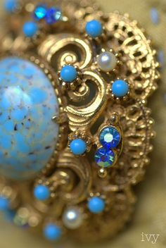 http://www.inspirationsbyivy.com/2010/12/vintage-jewelry-florenza-fabulous-and.html