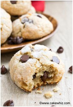 These ricotta cheese chocolate chip cookies taste heavenly! They are sugary and crispy on the outside but insanely soft on the inside. Recipes Using Ricotta Cheese, Recipe Using Ricotta, Ricotta Cheese Desserts, Italian Ricotta Cookies, Italian Cookie Recipes, Ricotta Dessert, Italian Desserts, Cheese Cookies Recipe, Yummy Cookies
