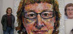 Elle crée des oeuvres d'art avec des bouchons de bouteilles en plastique