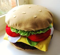 Hamburger  kissen/cushion...how come that I find all those things?