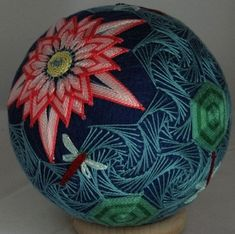 Temari Creations are all unique, no two are ever alike. Yarn Crafts, Sewing Crafts, Diy And Crafts, Arts And Crafts, Japanese Ornaments, Temari Patterns, All Japanese, Thread Art, Weaving Art