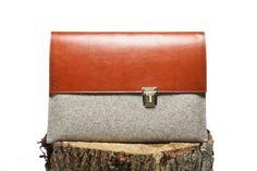 MacBook - 15 - Felt case with brown leather flap - Buckle - Laptop - Classique. $96.00, via Etsy.