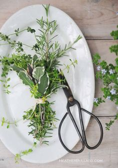 Herb bouquet table setting! Great idea for a party favor that can be cut from around the garden! Follow Fernwood for other fun ideas like this one.