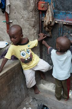 Voyager et faire du volontariat, nos bons plans (Detour Local) -> Les jeunes de l'orphelinat à Dar es Salaam en Tanzanie www.detourlocal.com/voyager-faire-du-volontariat-nos-bons-plans/