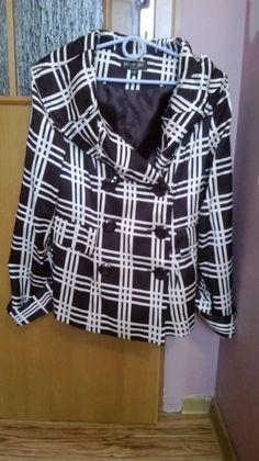 elegancki damski płaszcz czarno biały w kratke zapinany dwurzedowo,rozmiar S/M,z kieszeniami