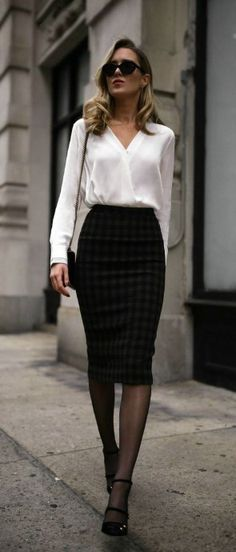 Casual & Chic Pencil Skirt Outfits for Office Appearance - Outfit Styles Business Casual Outfits, Business Attire, Office Outfits, Work Outfits, Work Dresses, Corporate Outfits For Women, Office Attire, Skirt Outfits, Corporate Women