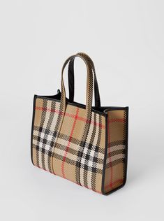 Chloe Handbags, Burberry Handbags, Tote Handbags, Handbag Accessories, Fashion Accessories, Cl Shoes, Fab Bag, Trends, Purses And Bags