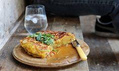 The etiquette of an omelette: simple Spanish tortilla recipe Egg Recipes, Mexican Food Recipes, Snack Recipes, Cooking Recipes, Savoury Recipes, Potato Recipes, Recipies, Dinner Recipes, Healthy Recipes