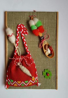 traistute Decor Crafts, Diy And Crafts, Arts And Crafts, Christmas Crafts For Kids, Christmas Decorations, Corn Husk Dolls, International Craft, Alphabet Letters Design, Felt Pictures