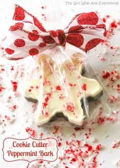 Create this cute cookie cutter peppermint bark for the perfect holiday gift!