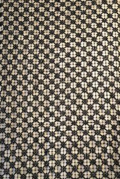 by plainweave, via Flickr <-- weaving that looks like blackwork