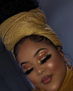 gold eyeshadow looks black women * gold eyeshadow Makeup Eye Looks, Cute Makeup, Gorgeous Makeup, Pretty Makeup, Edgy Makeup, Dramatic Makeup, Maquillage Cut Crease, Maquillage Black, Glitter Makeup