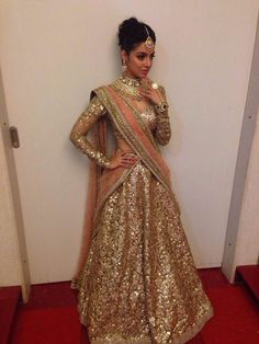 Director, Producer.. @iamDivyaKhosla Kumar so Beautiful in http://www.sabyasachi.com/ shimmer #Lehenga at sis-in-law Tulsi Kumar's Sangeet, Feb 18, 15 (Jewelry bit much)