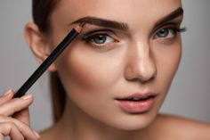 Contour makeup, eyebrow makeup, makeup essentials, makeup tricks, face make Makeup Tricks, Face Makeup Tips, Best Makeup Tips, Contour Makeup, Eyebrow Makeup, Eyebrow Tips, Tips And Tricks, Makeup Tips For Beginners, Gold Smoky Eye