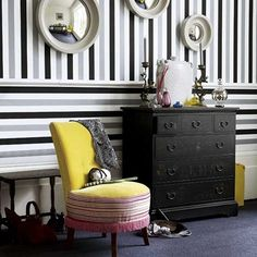 Creative wall design in the hallway or in the hallway 26 ideas - Home Decoration Striped Wallpaper Hallway, Striped Hallway, Striped Room, Striped Walls, Of Wallpaper, Wallpaper Ideas, Bedroom Wallpaper, Stripe Wallpaper, Graphic Wallpaper
