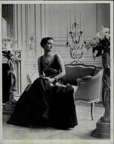 Evening Dress, Designed by Mainbocher Worn by The Duchess of Windsor, Wallis Simpson, in British Vogue, photographed by Cecil Beaton Dress via The Met Photo via NPG Wallis Simpson, High Society, Vanity Fair, Edward Windsor, Reine Victoria, Edward Viii, Edward Albert, Cecil Beaton, Great Love Stories
