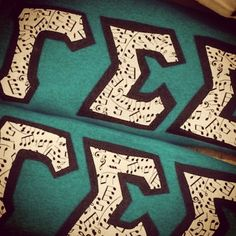 @beccabdavies has been crafting up some crazy creative letters for her little for reveal! #gammasigmasigma #gammasig #ΓΣΣ #sorority #sisterhood #letters #big #little