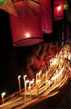 旅行 Festival of Lights (The Lai Hua Fai), Laos Laos Travel, Thailand Travel, Spring Break Vacations, Festivals Around The World, Festival Lights, Group Travel, Southeast Asia, Backpacking, Places To Go