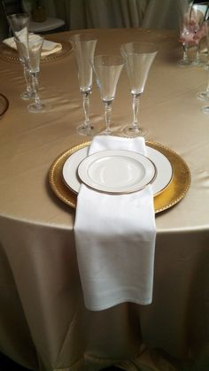 Ivory and Gold wedding table setting. The charger makes the plates really stand out.