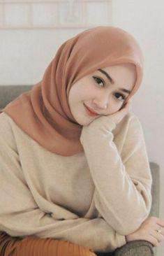 Hii where are you from… – Hijab Fashion Casual Hijab Outfit, Ootd Hijab, Girl Hijab, Hijab Chic, Beautiful Hijab Girl, Beautiful Muslim Women, Modern Hijab Fashion, Big Fashion, Muslim Beauty