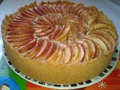 O resultado é uma torta de maçã maravilhosa, perfeita para o seu lanche ou sobremesa – especialmente se vier acompanhada de uma bola de sorvete de creme. Faça hoje mesmo essa torta de maçã sensacional e agrade toda a família! Fun Desserts, Awesome Desserts, Cakes And More, Oreo, Red Velvet, Cheesecake, Muffin, Birthday Cake, Cooking