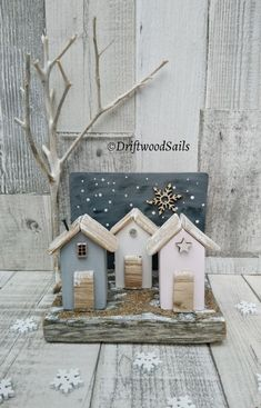 A Beach In Winter ❄️ www.DriftwoodSail… A Beach In Winter ❄️ www. Barn Wood Crafts, Rustic Crafts, Rustic Art, Driftwood Projects, Reclaimed Wood Projects, Driftwood Art, Sea Crafts, Home Crafts, Diy And Crafts