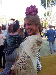 Mantón isabelino beige con flores y chinos bordados #antigüedades #antiques #mantones #feria #flamenca #sevilla #gitana Spanish Style, Seville, Fashion Art, Caribbean, Spain, Beige, Dance, Wedding Dresses, My Style