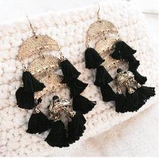 * Amazing tassel earrings in black/gold. Tassel Earrings, Drop Earrings, Half Circle, Ear Piercings, Oriental, Gold, Black, Jewelry, Fashion