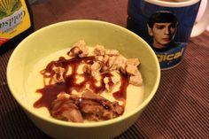 Frühstück mit der geliebten Mr-Spock-Tasse und Maisgrieß mit Maronenaufstrich und Keksbröseln bei Johanna.