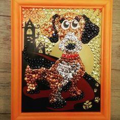 "Картина ""Такса Чарли"" из пайеток #картинаизпайеток #картина #такса  #своимируками  #пайетки #handmade #hobby"