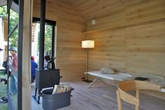 naoto fukasawa's muji hut embodies his idea of peacefulness Japanese Architecture, Beautiful Architecture, Muji Hut, Wooden Hut, Naoto Fukasawa, Tokyo Design, Micro House, Tiny House, Minimal Home