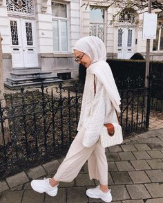 Ideas Fashion Modest Christian Boots Source by estellarab outfits hijab Modern Hijab Fashion, Street Hijab Fashion, Hijab Fashion Inspiration, Muslim Fashion, Modest Fashion, Modest Outfits Muslim, Fashion Muslimah, Hijab Casual, Hijab Chic