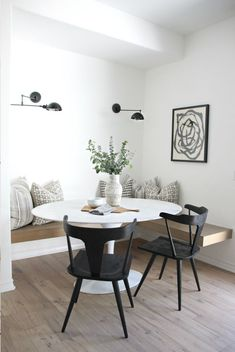 Apartment dining room - Design inspo Beautiful breakfast nooks STYLE CURATOR Page 4 – Apartment dining room Dining Nook, Dining Room Design, Dining Room Table, Rooms Ideas, Estilo Interior, Best Decor, Kitchen Nook, Small Dining, Decoration Table