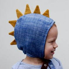 This textured cotton indigo pilot cap with golden corduroy spikes can be worn all winter long. The inside is lined with brown cotton flannel. A third layer