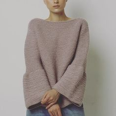 Clothes For Gym Garter bell sleeve sweater - The gym is one of the places where people can not care about their appearance and concentrate only on working their body to show it later. However there are items that help us exercise much more efficiently. Diy Tricot Crochet, Crochet Cardigan, Garter Stitch, Knit Fashion, Crochet Clothes, Pulls, Knitting Projects, Fit Women, Knitwear