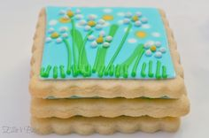 """I like the """"same color"""" piping overtop the wet on wet icing.  nice dimension"""