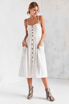 Urban Outfitters Emilia Linen Button-Down Midi Dress // Moda Urban Dresses, Urban Outfits, Linen Dresses, Casual Dresses, Linen Summer Dresses, Pretty Outfits, Cute Outfits, Robes Midi, House Dress
